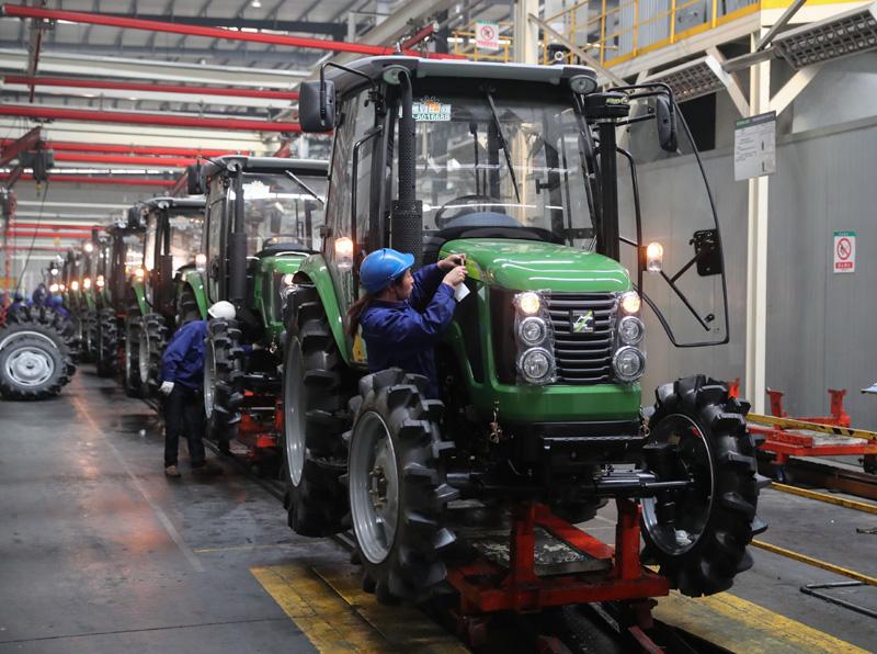 农机生产企业加班加点 满足各地需求