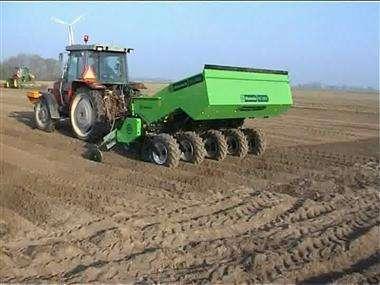 大型农机种土豆 省时又省力