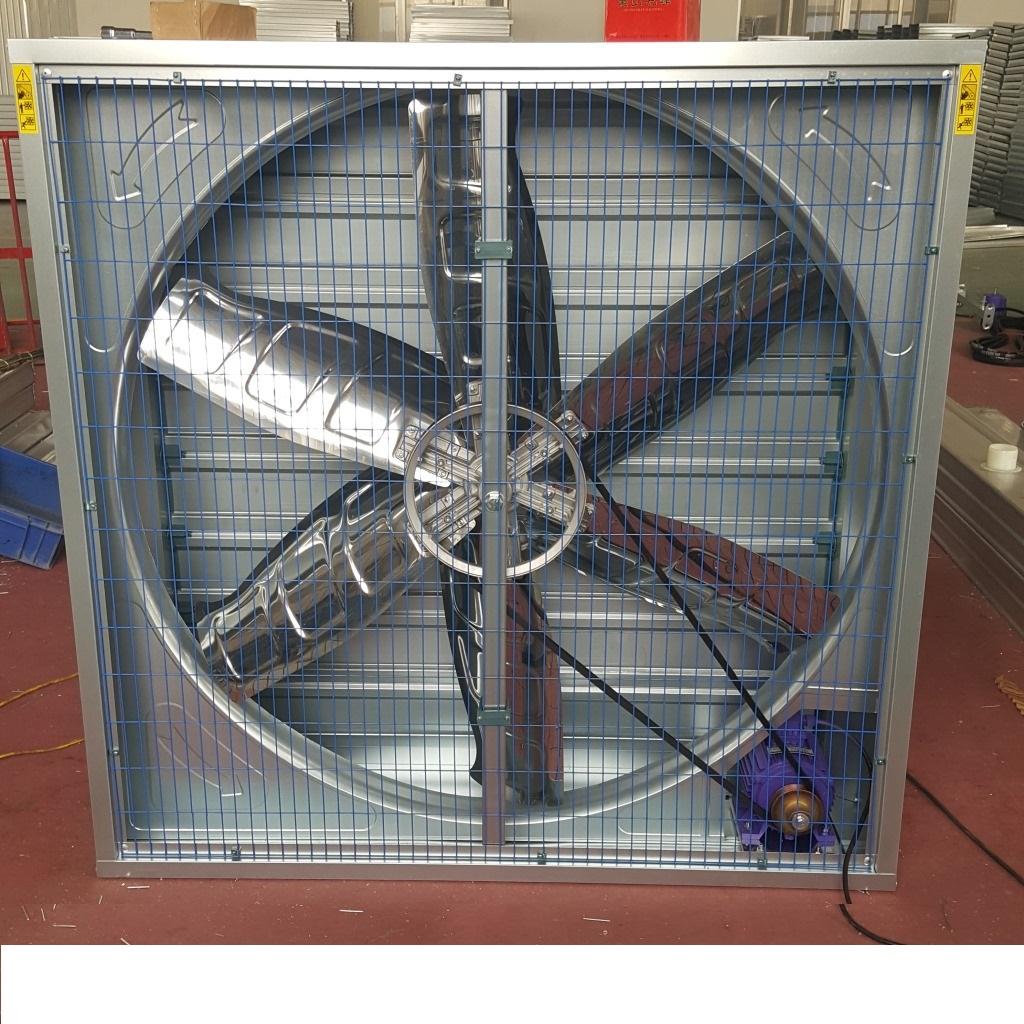 负压风机   1、集通风,换气,降温于一体。2、节能:耗电量少,只需传统空调的10%至15%左右。3、环保:不含氟里昂(CFC)。4、降温效果佳:外界空气经过降温水濂进入室内后,在降温水帘侧的室内温度可达到5-10度的降温效果。5、投资回报率高,2至3年内可收回投资成本。6、快速将室内的浑浊,闷热及有异味的空气替换排出室外。7、有效控制室内环境,在室内产生不同的风速,造成凉风效应,令人感到异常的舒适清爽。8、减少传染性疾病,有效预防突发性流感等病毒的大面积传播.